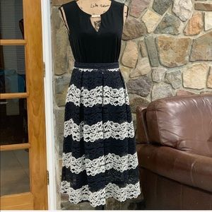 Who What Wear lace overlay pleated skirt size 2